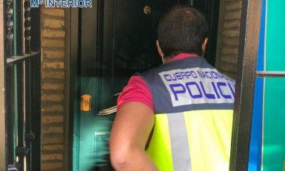 AionSur Policia-detenido-400x240 Detenido en Dos Hermanas tras exhibirse desnudo ante varias jóvenes y menores Sucesos