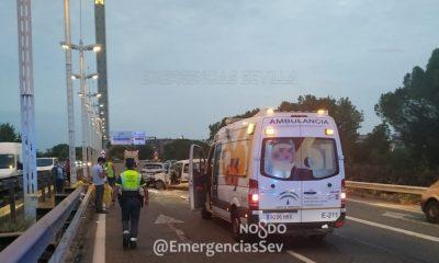 AionSur accidente-puente-400x240 Colapsado el acceso a Sevilla por el Alamillo debido a un accidente múltiple Sucesos