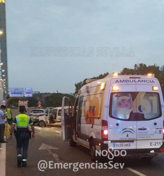 AionSur accidente-puente-560x600 Colapsado el acceso a Sevilla por el Alamillo debido a un accidente múltiple Sucesos