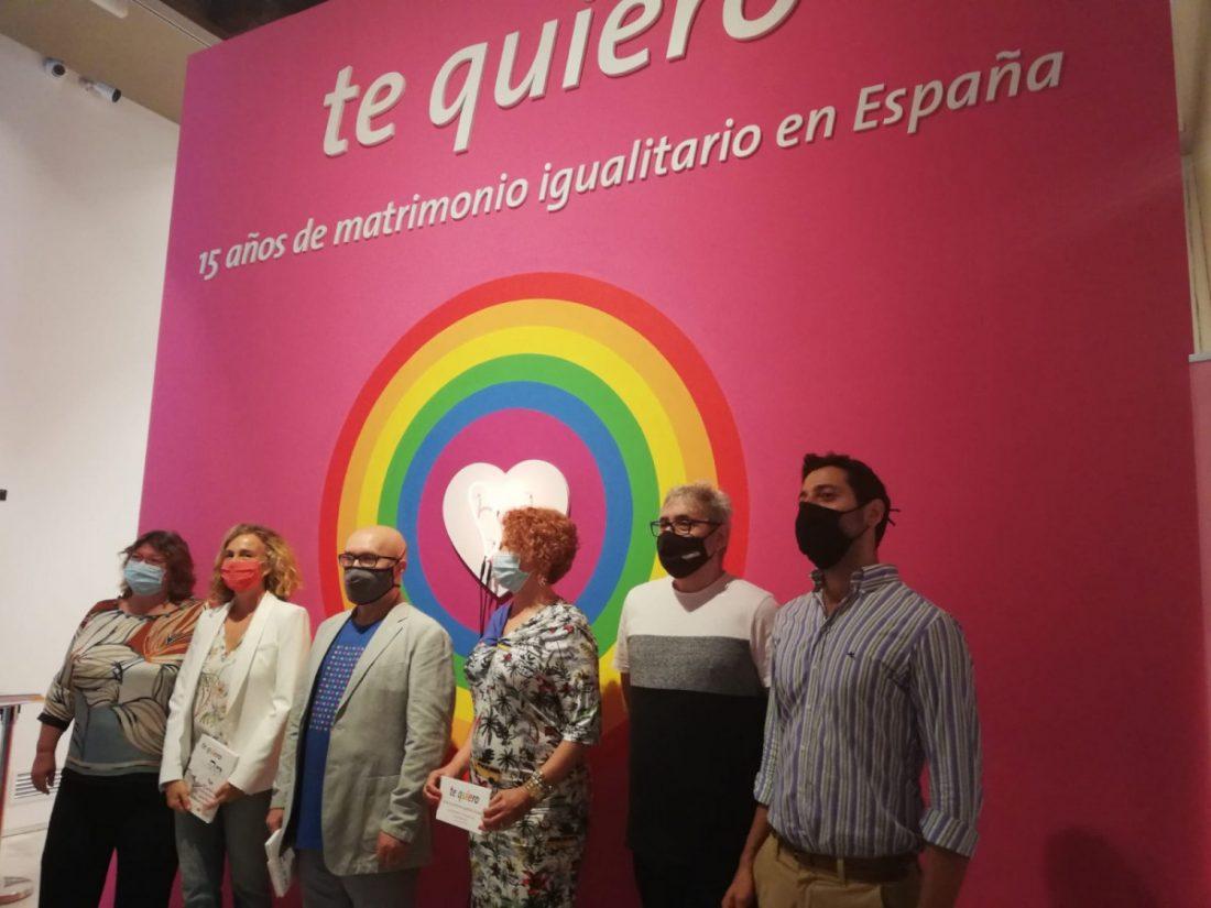 AionSur expo-gay-boda Una exposición recorre en Sevilla 15 años de matrimonio sin barreras Cultura