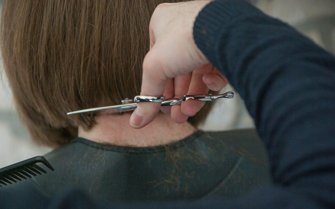 AionSur hairdresser-3173438_1920-min El 31 de octubre termina el plazo para acreditación de competencias profesionales en Andalucía Formación y Empleo