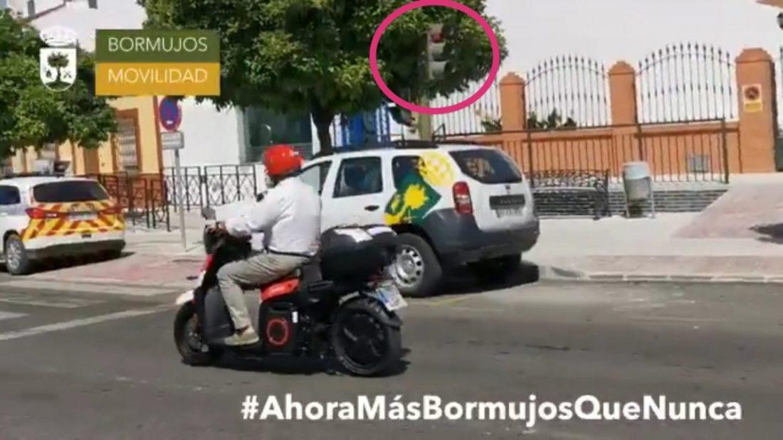 AionSur Alcalde-Bormujos-multa El alcalde de Bormujos no será multado tras saltarse un semáforo al probar una moto Sociedad
