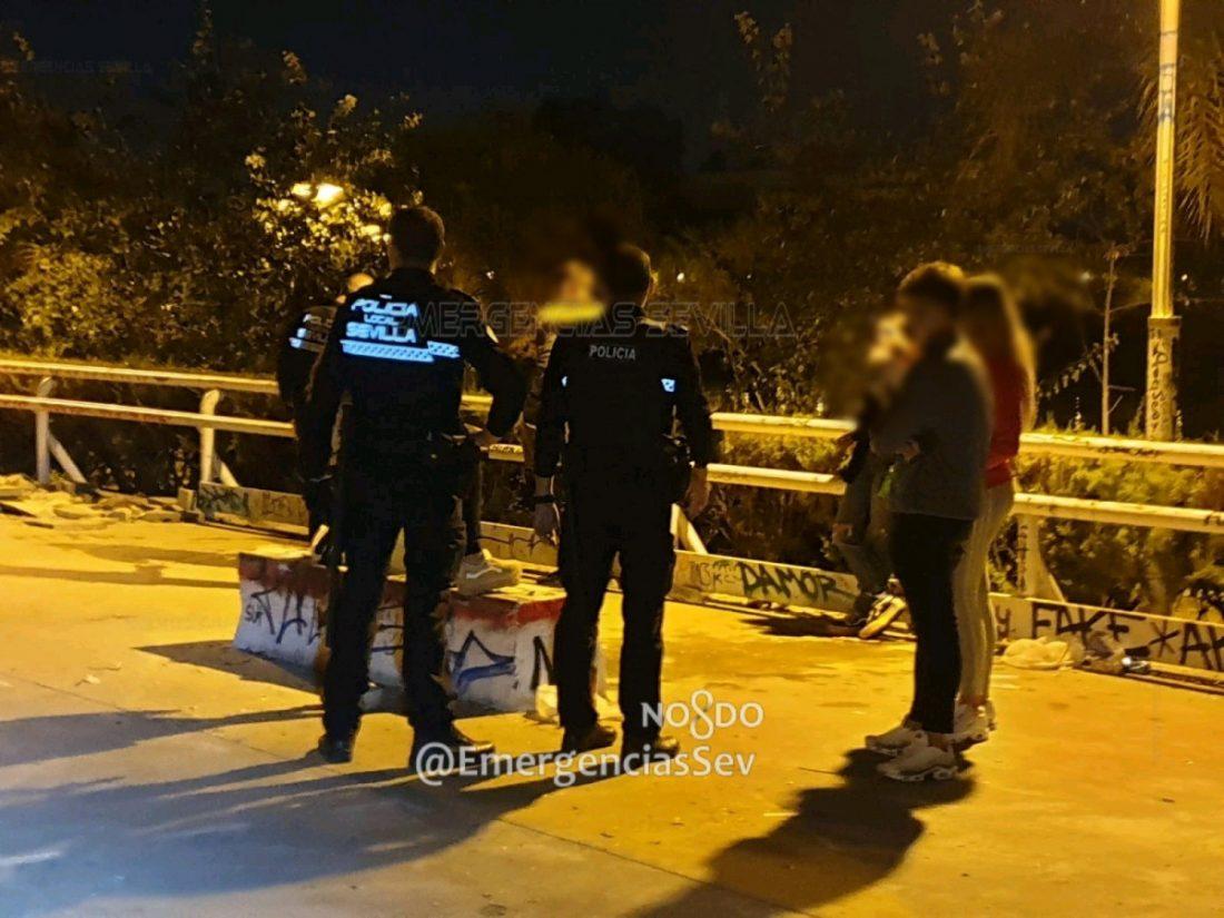 AionSur: Noticias de Sevilla, sus Comarcas y Andalucía Botellona-Sevilla Disuelto un botellón de madrugada en Sevilla y denunciados 15 jóvenes Coronavirus destacado