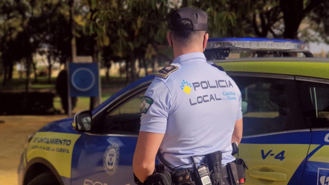AionSur Castilleja-policia La Policía de Castilleja estrena uniformes hechos con material recogido del mar Aljarafe