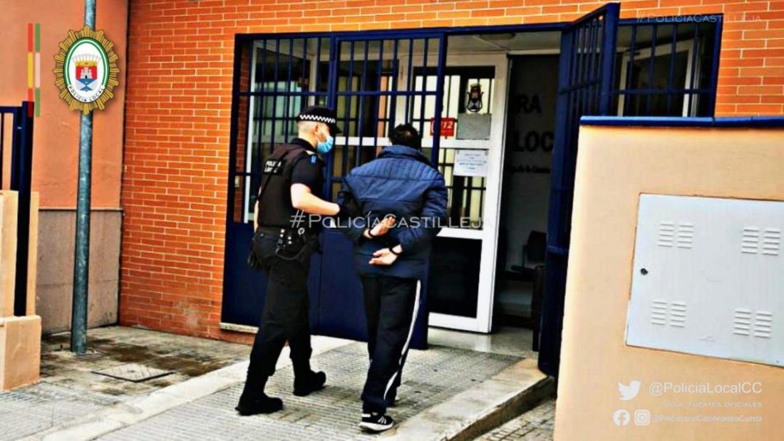AionSur: Noticias de Sevilla, sus Comarcas y Andalucía Policia-Castilleja Detenido tras partirle la nariz a su hermano y amenazarle de muerte con un martillo Castilleja de la Cuesta