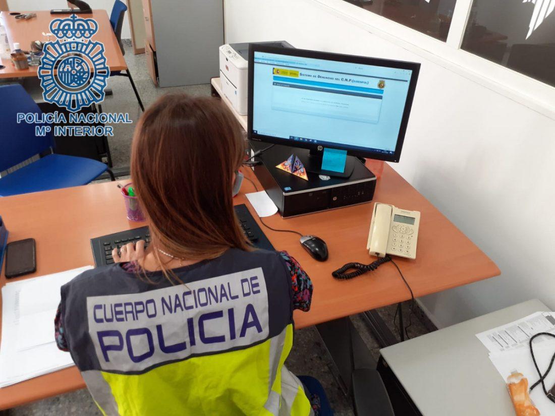 AionSur Policia-nacional-Sevilla Agrede sexualmente a una sobrina y obliga a su hermana a presenciar los hechos Sucesos