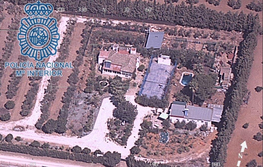 AionSur: Noticias de Sevilla, sus Comarcas y Andalucía b9ab5f17-c9d8-4264-b7df-9b8db5128f3a-min Desmantelada una plantación de marihuana subterránea bajo unas pistas de tenis en Morón Morón de la Frontera destacado
