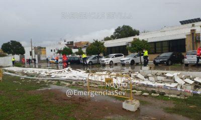 AionSur derrumbe-muro-torreblanca-400x240 El temporal derrumba el muro de un colegio en Sevilla Sucesos