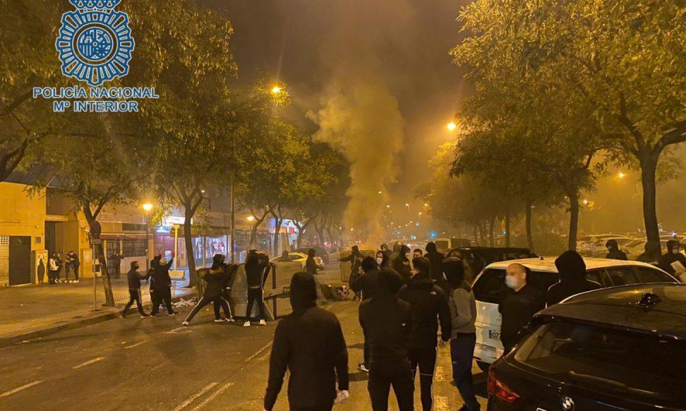 Imputados por desórdenes públicos y daños cinco jóvenes que intervinieron en los disturbios de Pino Montano