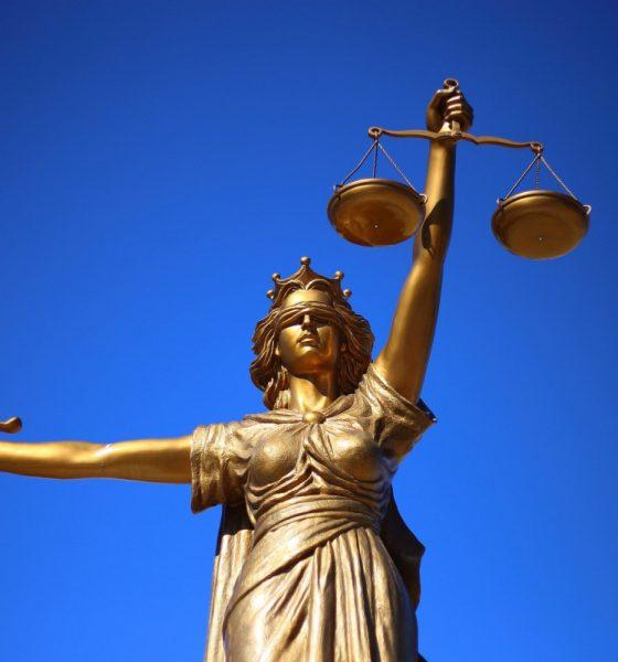 AionSur justice-2060093_1920-560x600 Mecanismo para evitar sanciones penales en las empresas Opinión