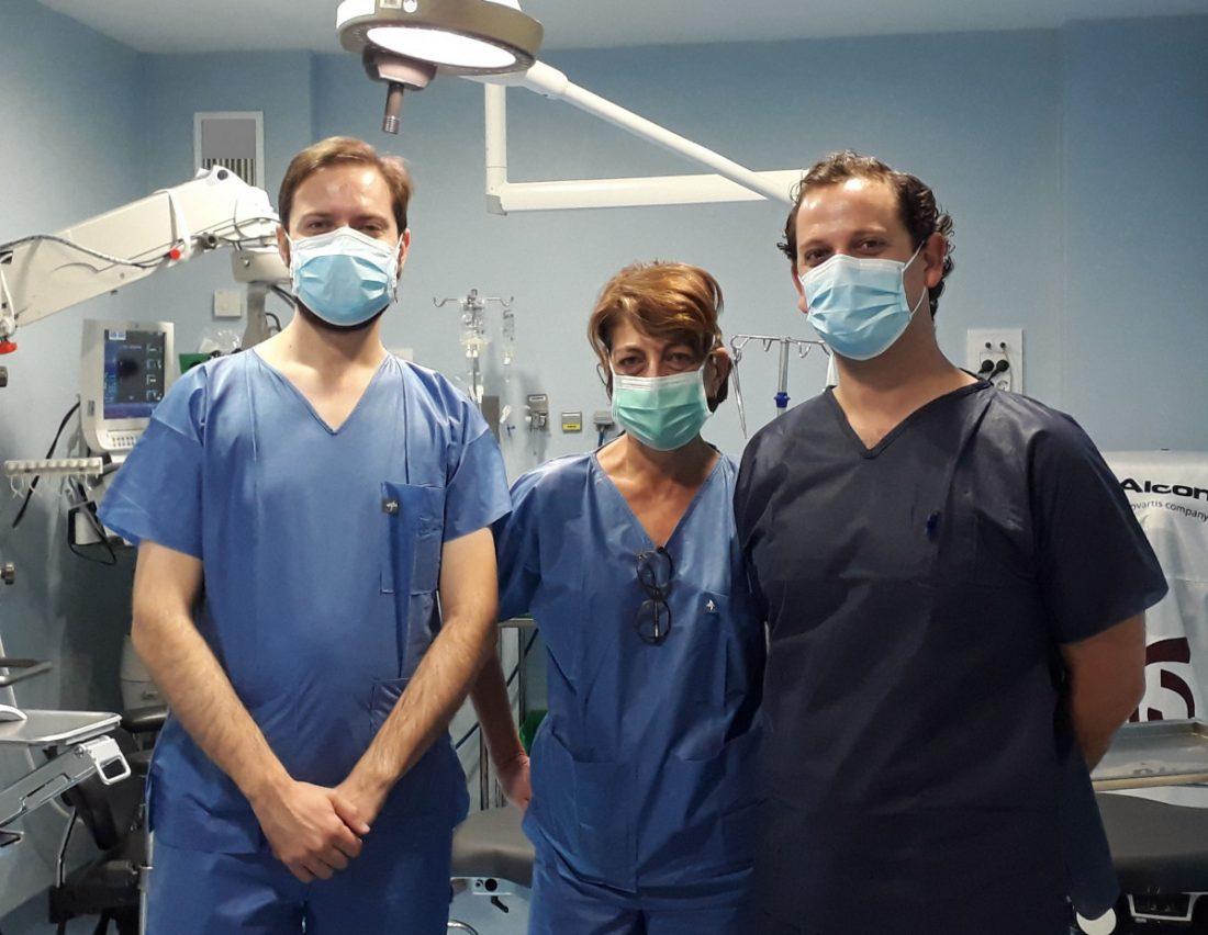 AionSur: Noticias de Sevilla, sus Comarcas y Andalucía oftalmologos-min Valme incorpora un novedoso avance en el trasplante de córnea Salud destacado