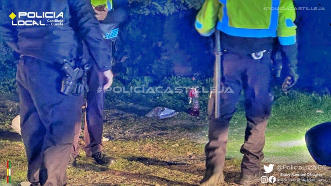 AionSur policia-castilleja-1 Denunciados 17 jóvenes, tres de ellos menores, en un botellón de madrugada en Castilleja Castilleja de la Cuesta