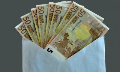 AionSur sobre-dinero-400x240 Encuentra un sobre con 400 euros y lo entrega a la Policía, que localiza al propietario Sociedad