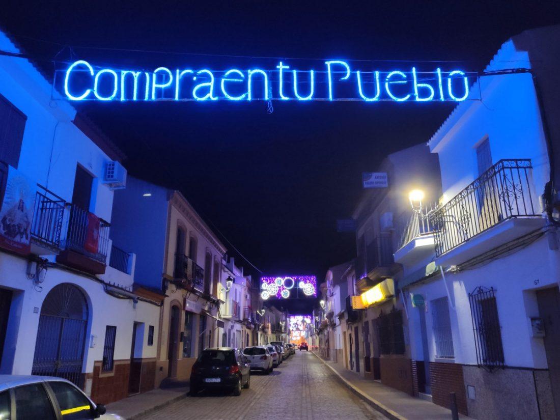AionSur: Noticias de Sevilla, sus Comarcas y Andalucía benacazon-luces Benacazón ilumina sus calles con el mensaje que busca ayudar a su comercio Provincia