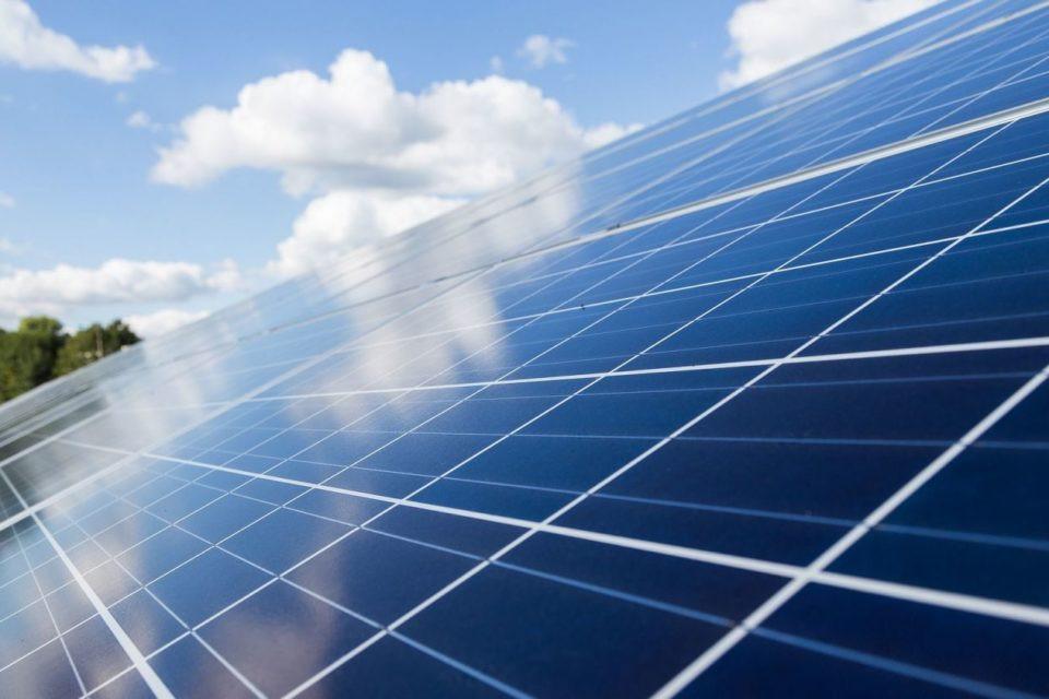 AionSur fotovoltaica-960x640-min Empresa de Arahal necesita personal para montaje de plantas solares Formación y Empleo