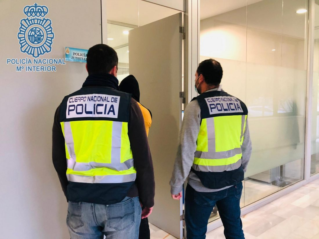 AionSur: Noticias de Sevilla, sus Comarcas y Andalucía DETENCION-min Seis menores detenidos por distintos robos con intimidación y daños en la sede de Emergencias 112 Sucesos