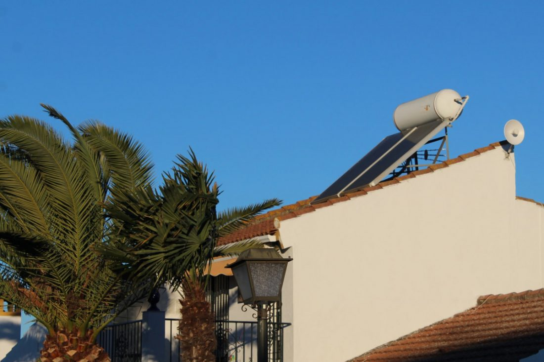 AionSur: Noticias de Sevilla, sus Comarcas y Andalucía Placas-solares-Gines-min Gines bonifica el 30 % del IBI por poner placas solares en las viviendas Aljarafe