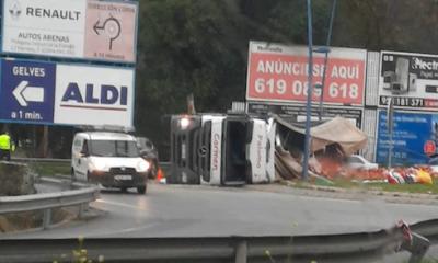 AionSur accidente-gelves-1-400x240 El vuelco de un camión colapsa la carretera de Sevilla capital a Gelves Sucesos