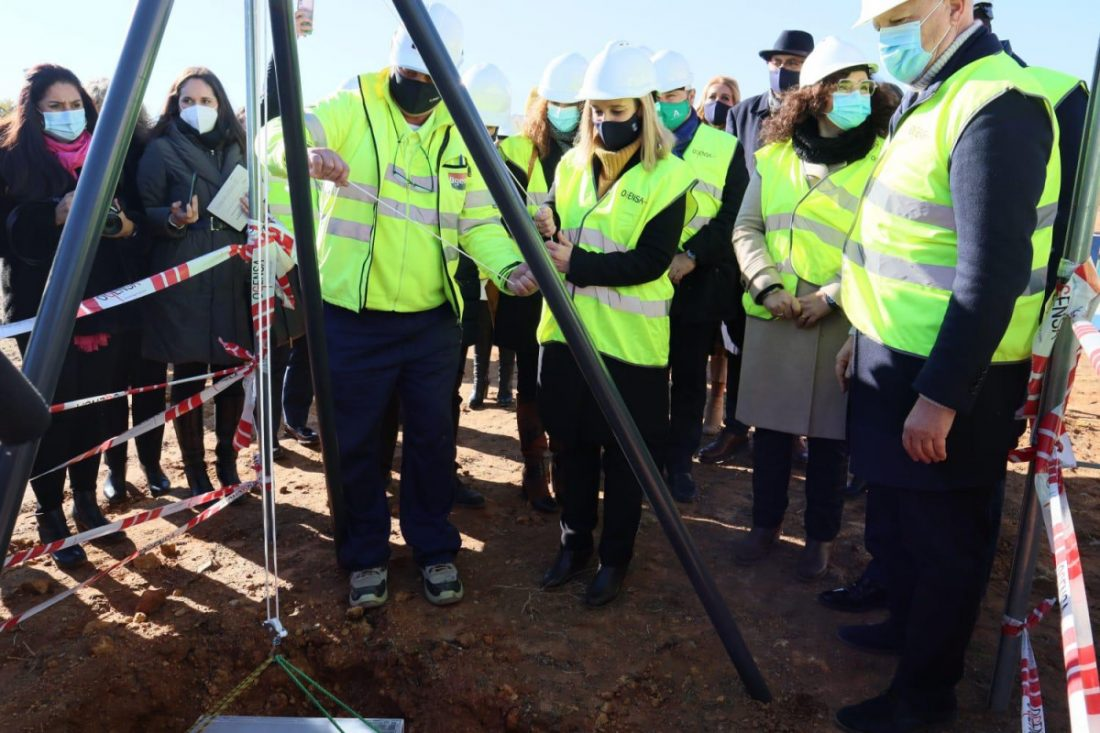 AionSur: Noticias de Sevilla, sus Comarcas y Andalucía alcaldesa-colocacion-primera-piedra Alcalá de Guadaíra coloca la primera piedra del nuevo instituto Alcalá de Guadaíra Sin categoría