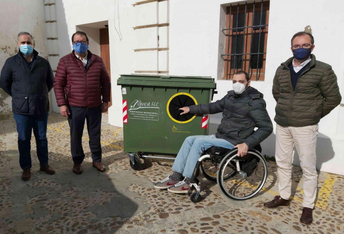 AionSur: Noticias de Sevilla, sus Comarcas y Andalucía carmona-contenedor Carmona instala en sus calles contenedores más accesibles Carmona