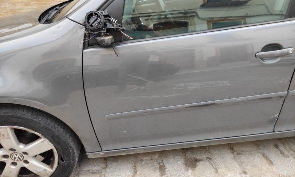 AionSur ce99329b-ad94-461b-a90e-9dcb15ba96a4-min-590x354 Buscan en Arahal un Volkswagen negro por darse a la fuga tras golpear y dañar un coche Arahal destacado
