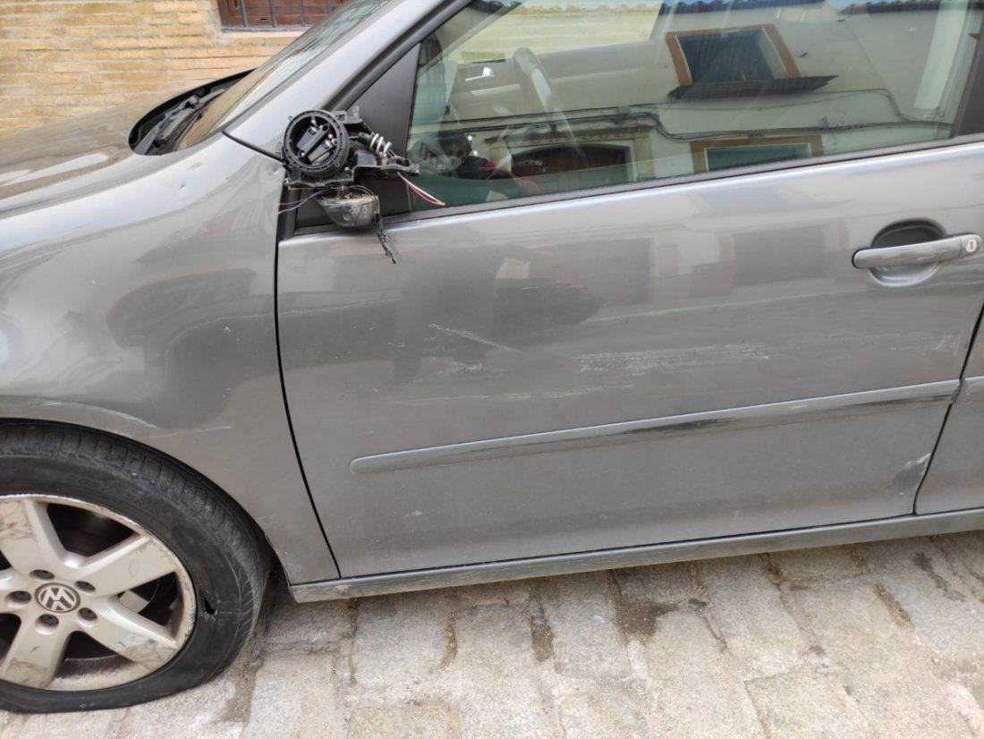 AionSur: Noticias de Sevilla, sus Comarcas y Andalucía ce99329b-ad94-461b-a90e-9dcb15ba96a4-min Buscan en Arahal un Volkswagen negro por darse a la fuga tras golpear y dañar un coche Arahal destacado