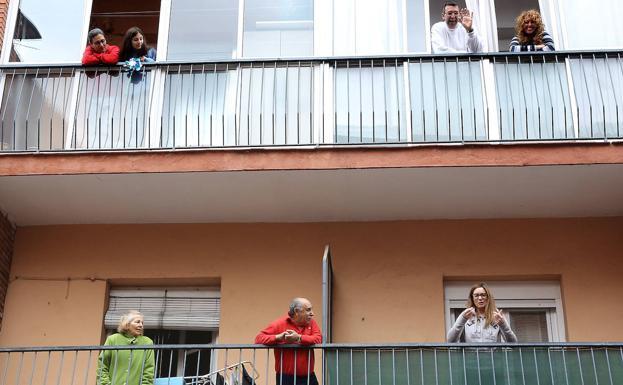 AionSur: Noticias de Sevilla, sus Comarcas y Andalucía covid-balcones ¿Estamos preparados para que nos encierren en casa de nuevo? Coronavirus destacado