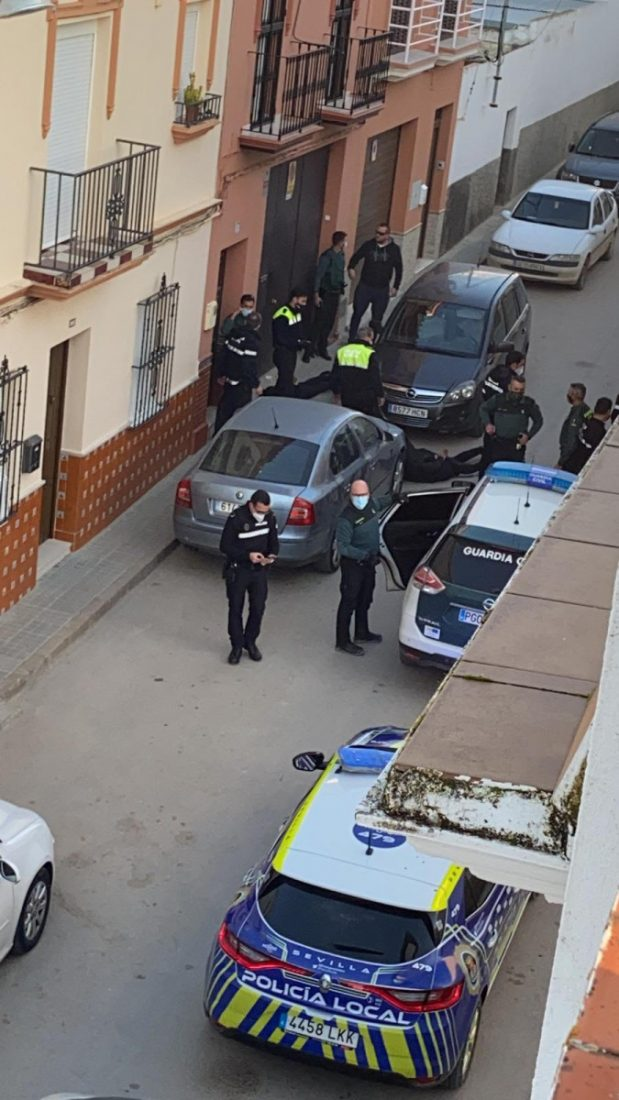 AionSur: Noticias de Sevilla, sus Comarcas y Andalucía persecucion-Paradas-detenidos-min Una persecución policial a 180 kilómetros por hora que pudo terminar en tragedia Paradas destacado