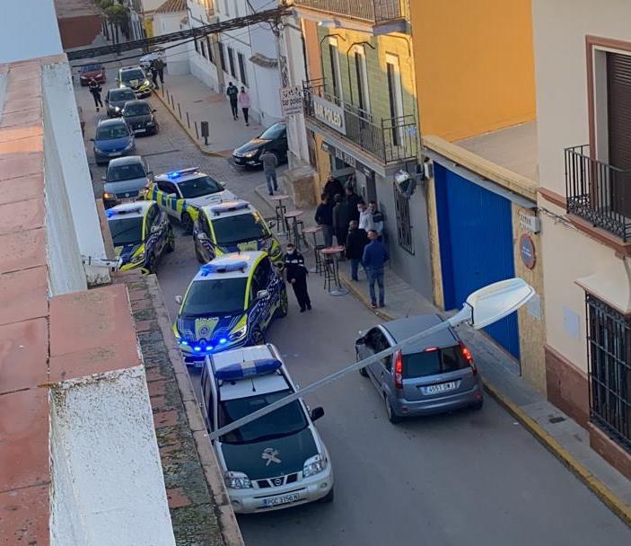 AionSur policia-paradas-2 Cuatro detenidos en Paradas tras una persecución desde Sevilla a 180 por hora Sucesos destacado