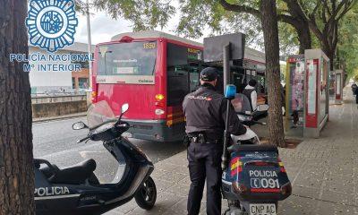 AionSur: Noticias de Sevilla, sus Comarcas y Andalucía SEGURIDAD-CIUDADANA-CENTRO-min-400x240 Detenido por 13 hurtos de móviles a usuarios de Tussam aprovechando las ventanas abiertas por la covid Sucesos