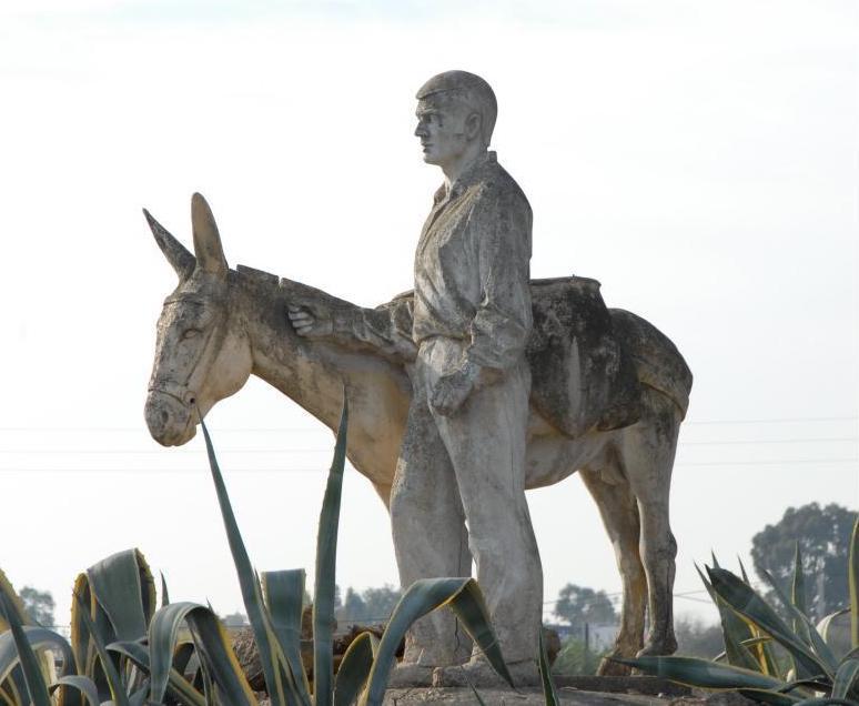 AionSur: Noticias de Sevilla, sus Comarcas y Andalucía arrieros-monumento Dos Hermanas homenajea a los arrieros con un monumento en la avenida Rus Velázquez Dos Hermanas
