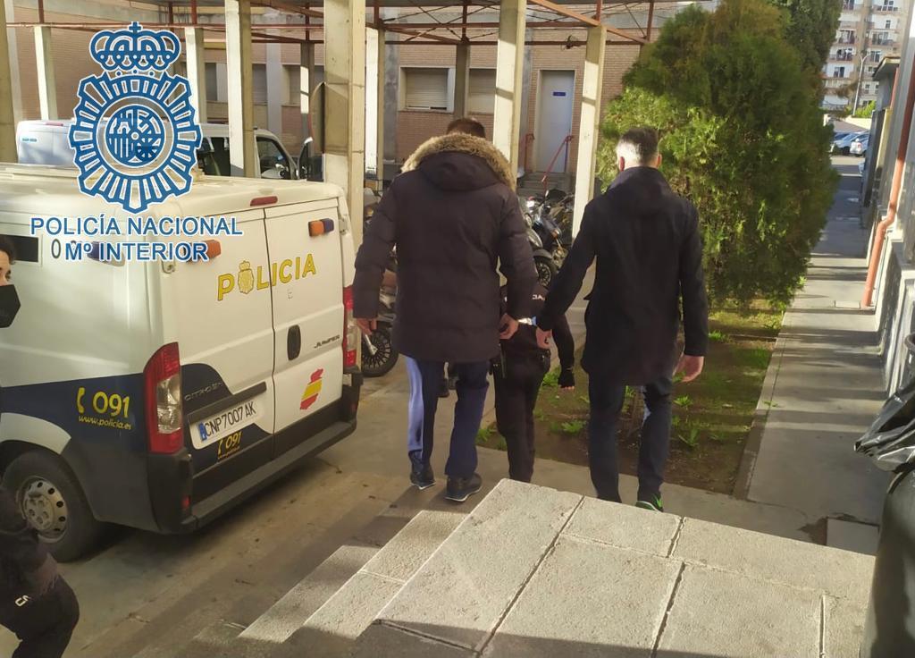 AionSur: Noticias de Sevilla, sus Comarcas y Andalucía policia-nacional Detenidos en Sevilla por echar droga en la bebida de una joven en una discoteca Sucesos