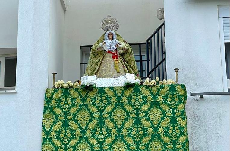 AionSur: Noticias de Sevilla, sus Comarcas y Andalucía Macarena-Utrera-1 Una réplica bendecida de La Macarena preside el balcón de un arahalense Semana Santa destacado