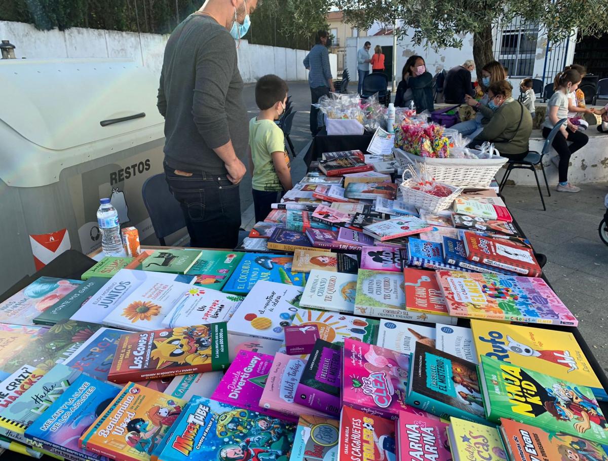 AionSur: Noticias de Sevilla, sus Comarcas y Andalucía Huevar-feria-libro-1 Huévar saca el libro y la artesanía a la calle con citas durante toda la semana Cultura