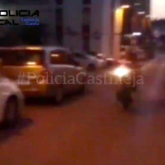 """AionSur: Noticias de Sevilla, sus Comarcas y Andalucía Policia-Castilleja-560x558 Recorre una calle en dirección contraria y haciendo el """"caballito"""" y sube el vídeo a redes Sucesos destacado"""