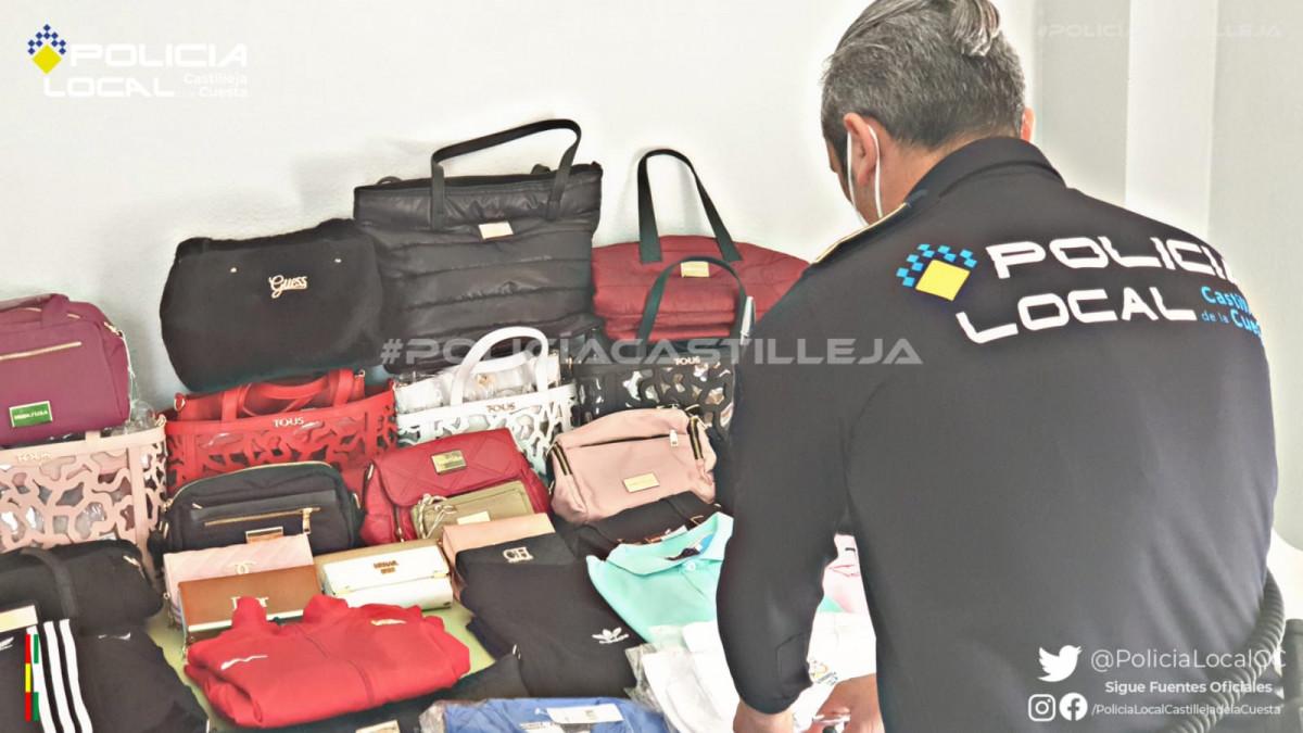 AionSur: Noticias de Sevilla, sus Comarcas y Andalucía Policia-falsificaciones Intervienen decenas de artículos falsificados en el mercadillo de Castilleja de la Cuesta Castilleja de la Cuesta
