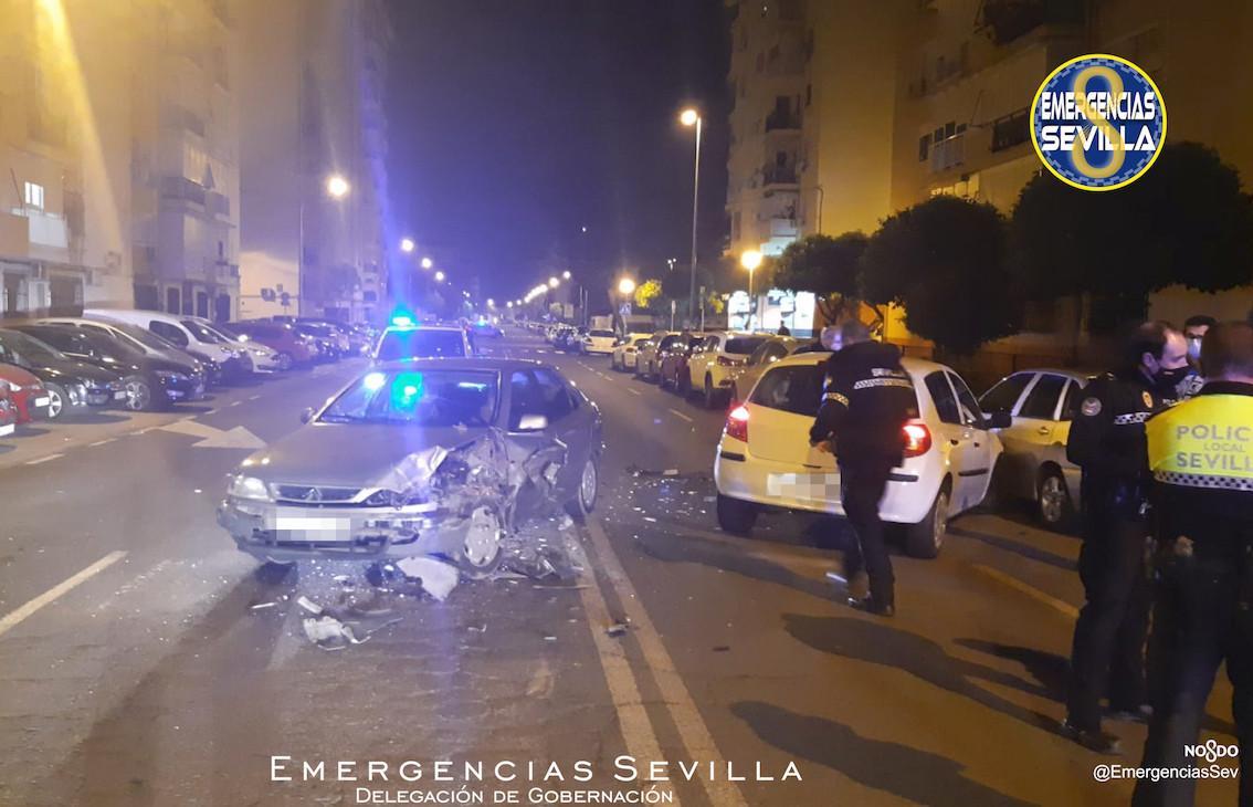AionSur: Noticias de Sevilla, sus Comarcas y Andalucía accidente-coche Triplica la alcoholemia legal tras chocar contra varios coches en Sevilla Sucesos