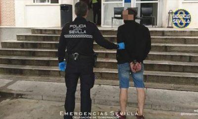 AionSur: Noticias de Sevilla, sus Comarcas y Andalucía detenido-policia-400x240 Un hombre detenido en Sevilla tras sustraer de forma violenta un teléfono a una mujer de un tirón Sucesos Sevilla noticias Sevilla información Sevilla actualidad Sevilla