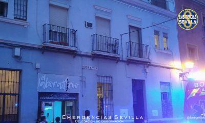 AionSur: Noticias de Sevilla, sus Comarcas y Andalucía incendio-calle-moravia-sevilla-400x240 Cinco afectados leves por inhalación de humo en el incendio de una vivienda en Sevilla Sucesos Sevilla Incendio fuego Bomberos