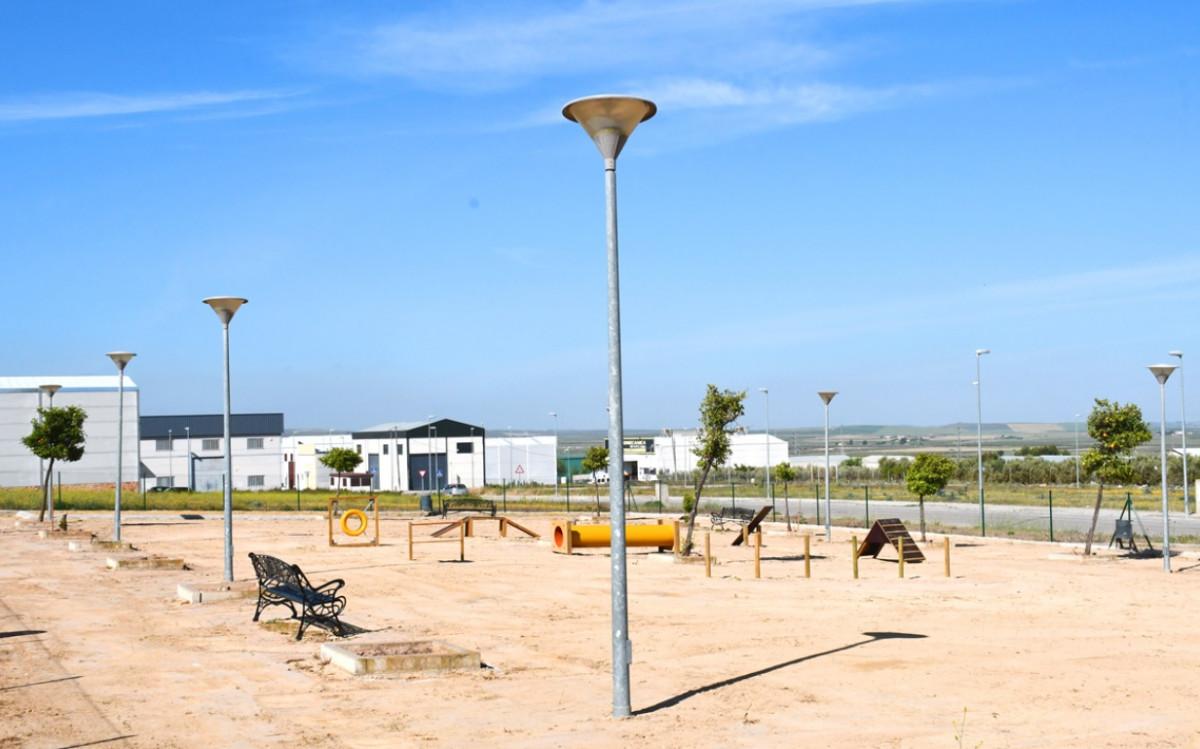 AionSur: Noticias de Sevilla, sus Comarcas y Andalucía parque-canino-osuna Osuna instala un parque canino que cuenta con 1.800 metros cuadrados de superficie Provincia Osuna parque canino Osuna noticias Osuna información Osuna actualidad Osuna adiestramiento de perros