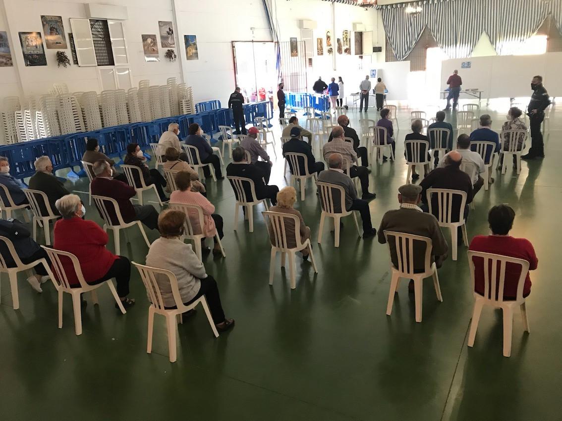 AionSur: Noticias de Sevilla, sus Comarcas y Andalucía vacunas-arahal Convocan a 500 personas a una vacunación masiva en Arahal Coronavirus