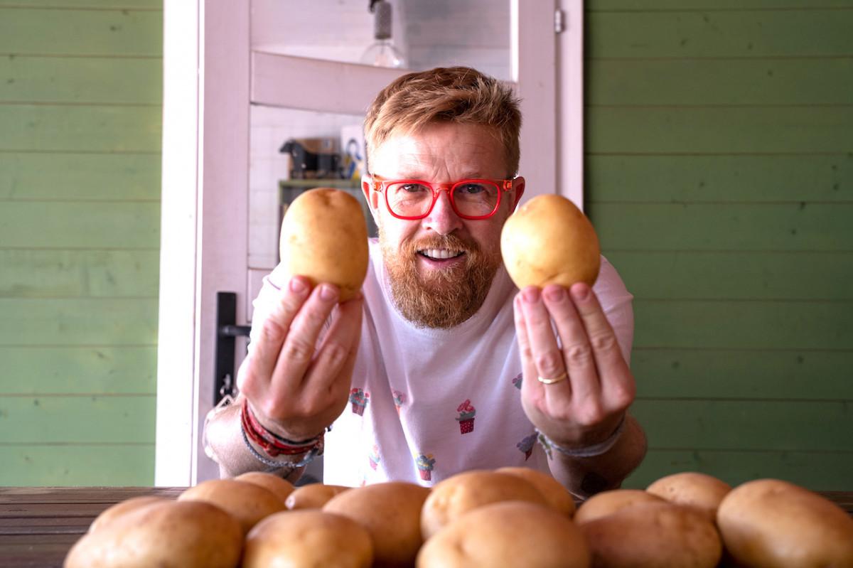 AionSur: Noticias de Sevilla, sus Comarcas y Andalucía Dani-del-toro-patatas Un manjar llamado 'Patata de La Rinconada' Agricultura destacado