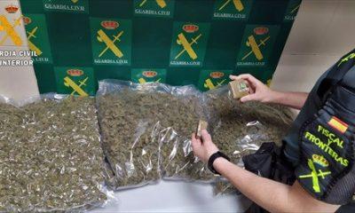 Tres vecinos de Coria del Río y Camas, detenidos en Badajoz con casi 7 kilos de cogollos de marihuana